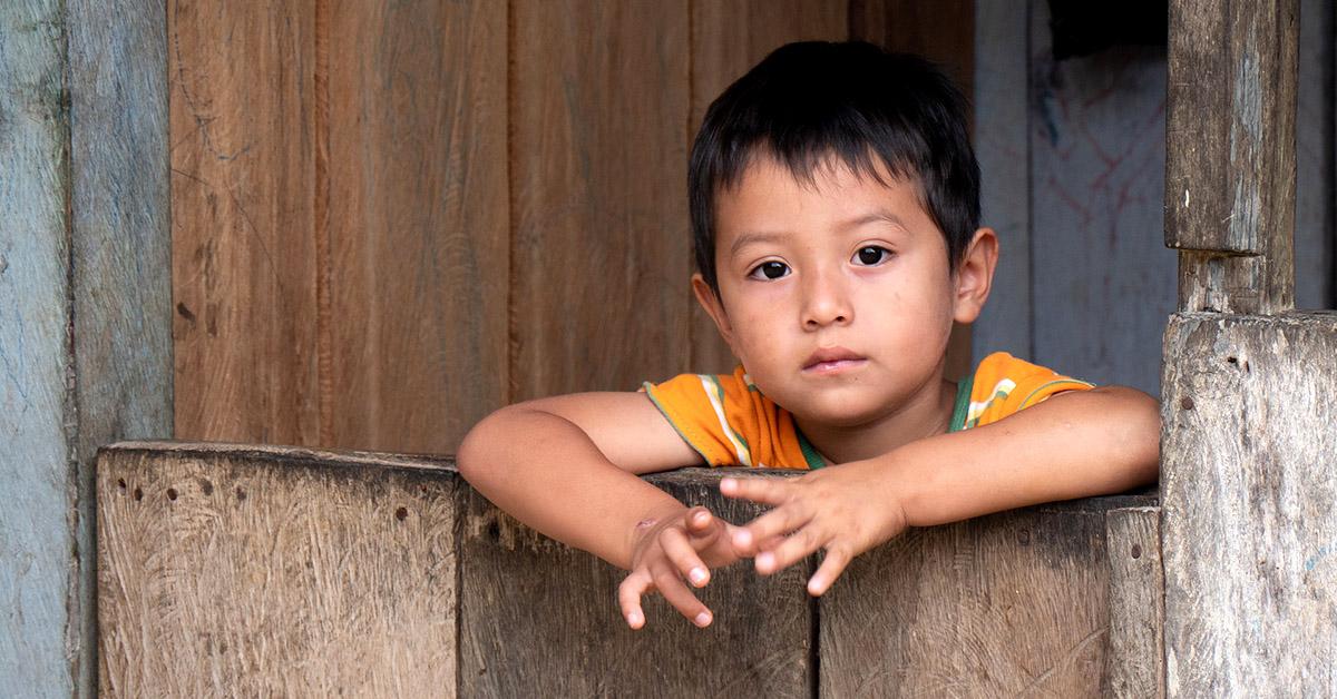 An Ecaudoran boy looking over a gate.
