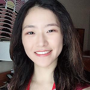So Yun Yi smiling.