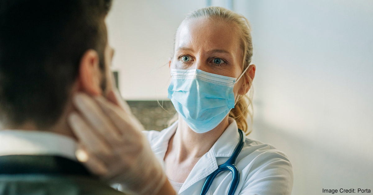 A female primary care provider examines a patient.